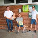 Nur nichts zu tun, ist falsch - Sportler in die Handhabung des neuen Defibrillators eingewiesen...